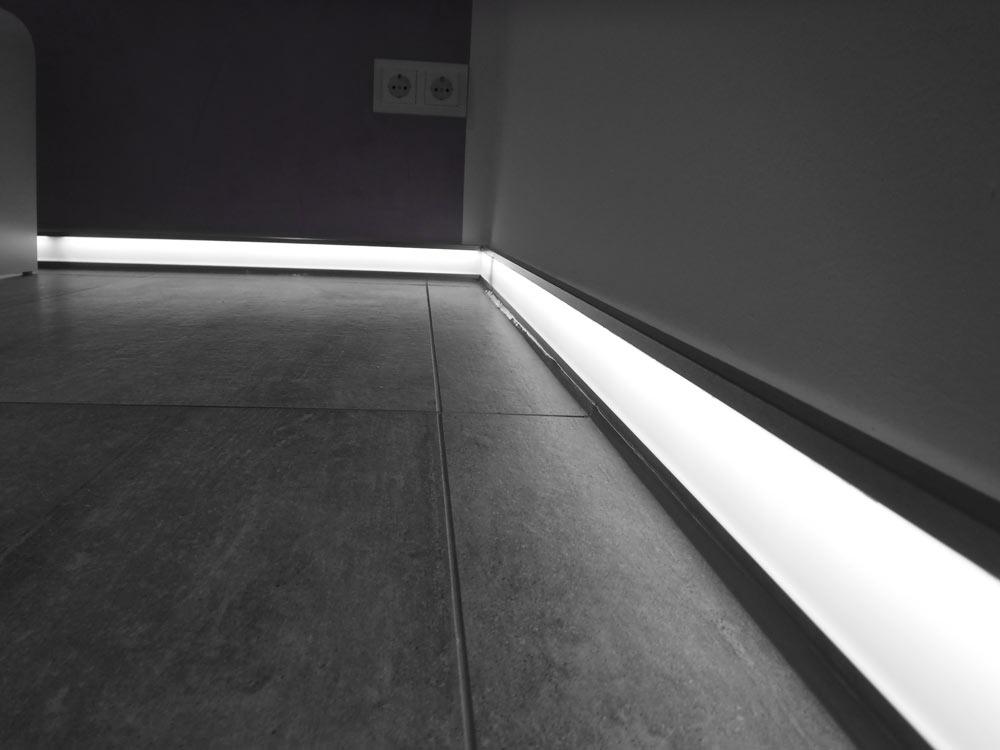 Angenehme (Nacht-)Beleuchtung durch Lichtsockel.