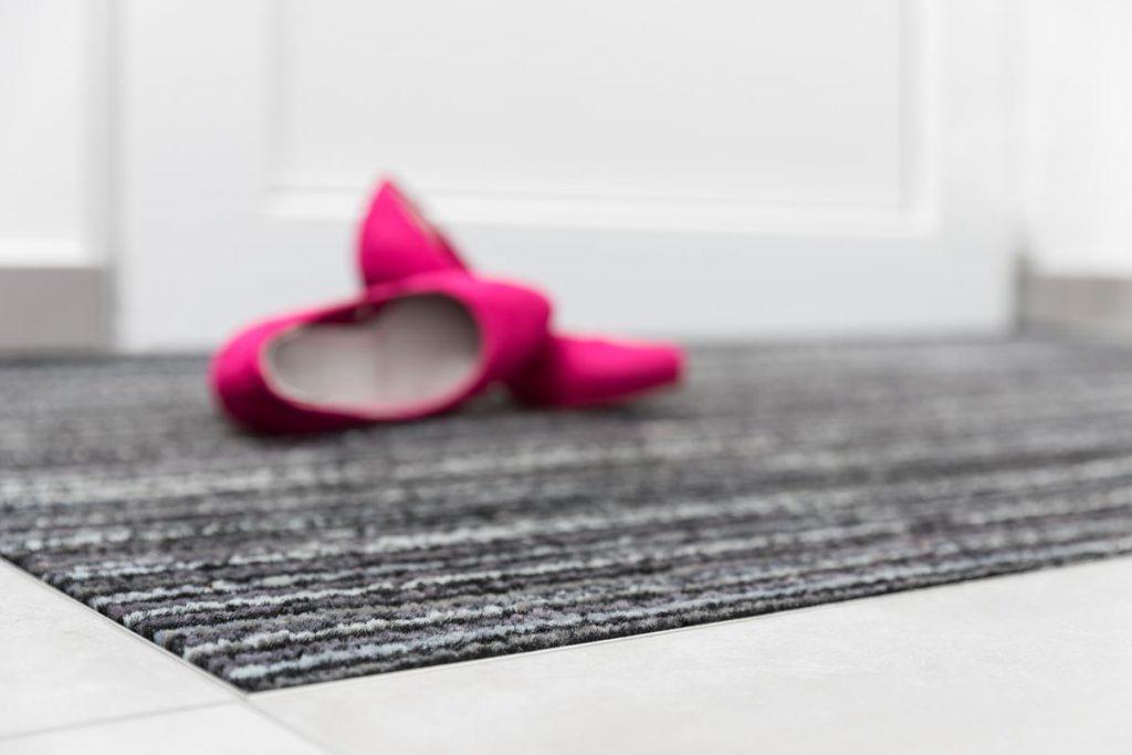Komm nach Hause und fühl dich wohl: Mit Sauberlaaufmatten, die wie angegossen in deinen Boden passen. Wähle einfach Farbe und Größe aus.