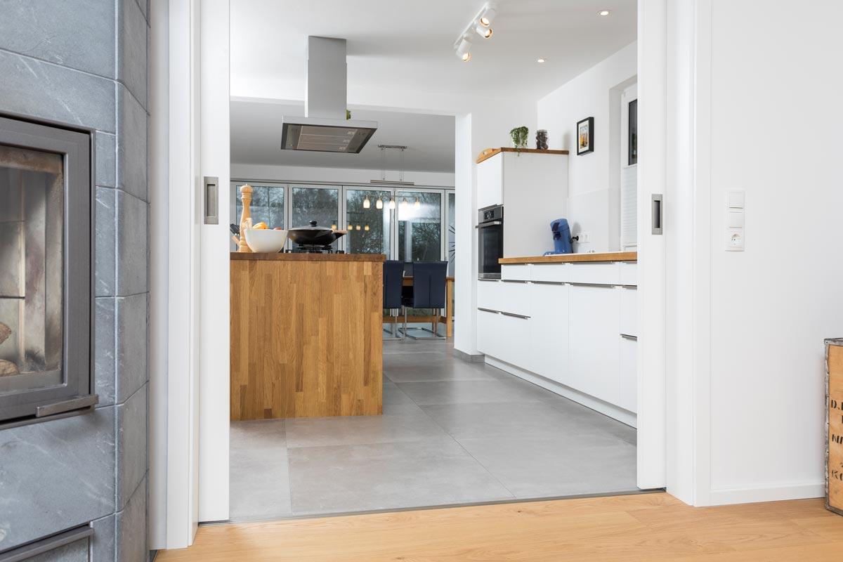 dein fliesenleger oldenburg uebergang holz fliesen wohnbereich kueche herr m ller dein. Black Bedroom Furniture Sets. Home Design Ideas